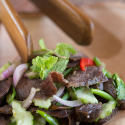 spicy-grilled-beef-salad